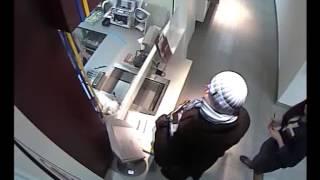 Ограбление Банка! Камеры Наблюдения.(http://magnolia-tv.com/ В столице дерзкое ограбление. Неизвестный мужчина среди бела дня забежал в банковское учрежд..., 2014-12-12T11:26:22.000Z)