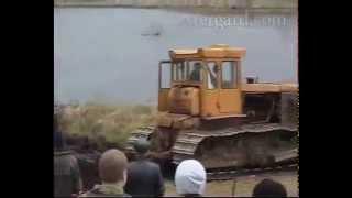 Rusi vytáhli po 64 rocích tank z bahna. FUNGOVAL
