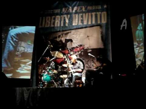 Angry Young Man, Liberty Devitto en Chile
