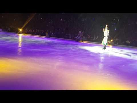 Elenor's disney on ice front row(4)