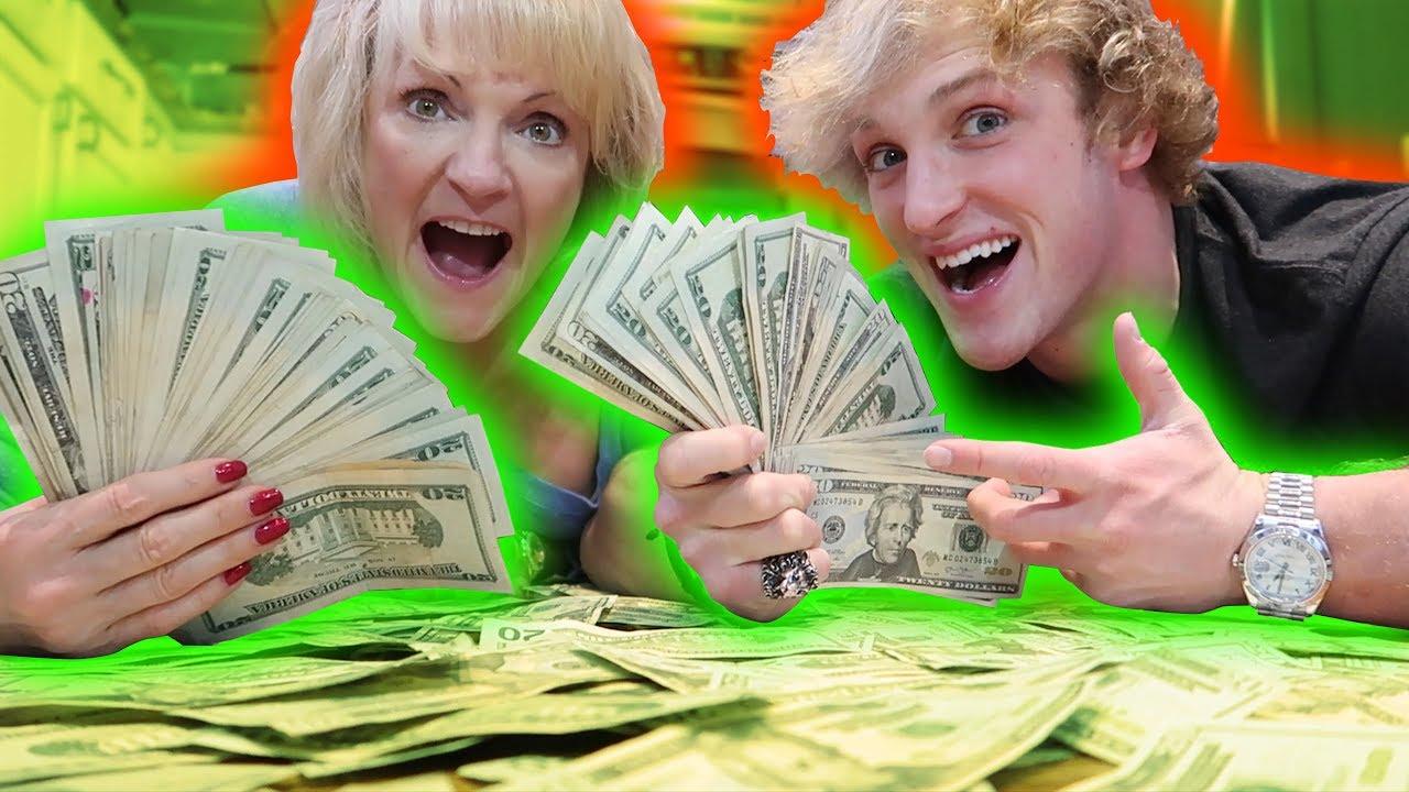 I Gave My Mom 10 000 Cash For Christmas Youtube