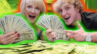 I GAVE MY MOM $10,000 CASH FOR CHRISTMAS!