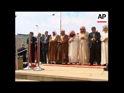 UK: SCOTLAND: EDINBURGH: 3.5 MILLION POUND MOSQUE OPENS