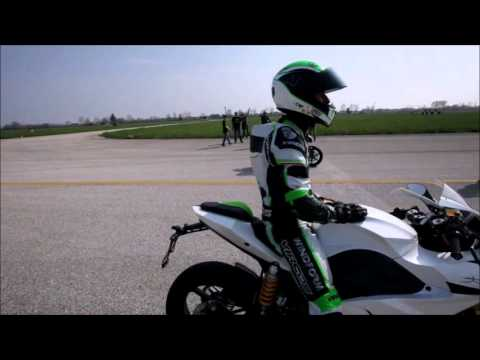 Drag Race : Energica EGO vs BMW S 1000 RR HP4, Ferrari 458 Italia, Tesla Roadster etc