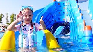 Melly Karamely se joaca la Aquapark