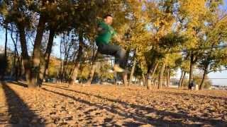 видео Слеклайн, хождение по ленте, акробатические трюки