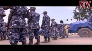 Eby'okwerinda mu Kampala: Poliisi ne militale byebirawuna ekibuga kati thumbnail