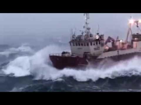 Barco pesquero entre