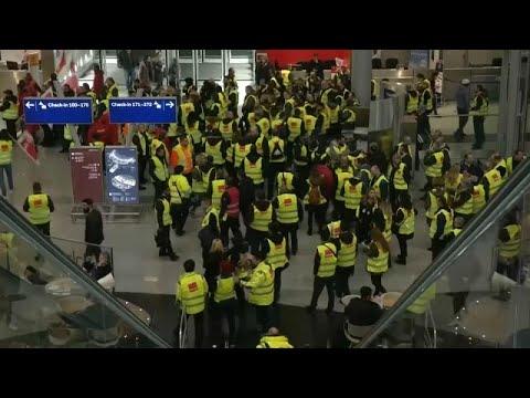 شاهد: اضراب للطواقم الأمنية في ثلاث مطارات ألمانية يتسبب في إلغاء مئات الرحلات…  - 20:53-2019 / 1 / 14