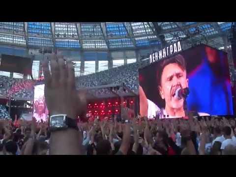 Люди отрываются на стадионном концерте группы Ленинград в Нижнем Новгороде