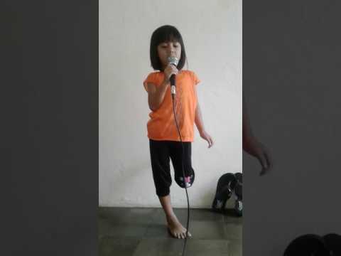 Anak kecil nyanyi lagu sayang