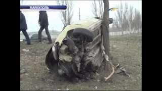 ТК Донбасс - Жуткое ДТП в Мариуполе! Такси всмятку!(Снес три дерева и перевернулся. Удар был такой силы, что части машины разлетелись в стороны на десятки метро..., 2013-02-21T19:02:44.000Z)