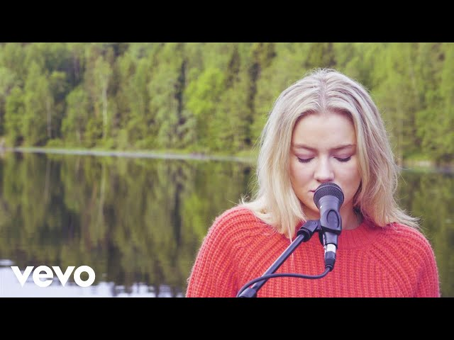 Astrid S - Such A Boy (Acoustic)