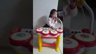 빨간코 알루 키보드럼 치며 노래(?)하는..201904…