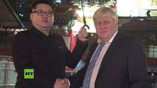 Dobles de Kim Jong-un y Boris Johnson sorprenden a transeúntes en Hong Kong