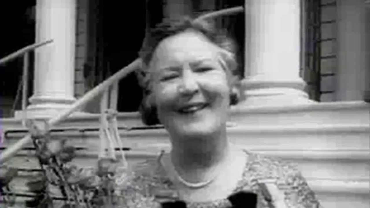 the biography of gertrude ederle Gertrude ederle braved choppy waves and frigid water to make her mark on history.