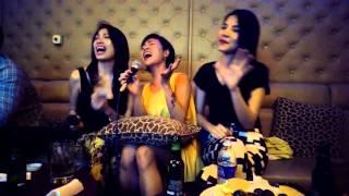 "Uyên Linh  hát karaoke "" Ta chẳng còn ai ""  nổi da gà"