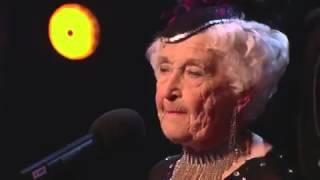 Бабушке 80 лет а она так танцует!!!