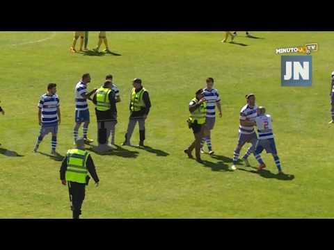 JOGADOR DO CANELAS 2010 AGRIDE ÁRBITRO DURANTE O JOGO (Aggression to referee) - MINUTO90 TV