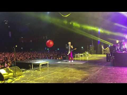 Sum 41 @ Amsterdam, NL 01/21/20 - Underclass Hero