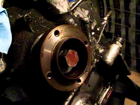 Mazda RX7 13b eccentric shaft pulley removal (part 1)