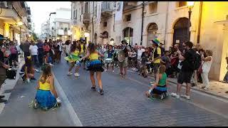 Si balla per le strade di Andria! Arrivano l'allegria e i colori della MòMò Murga