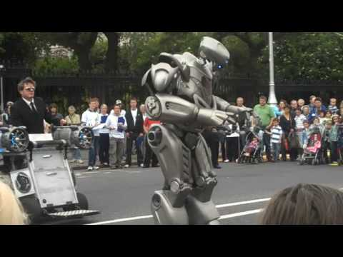 Robot at Street Performer's Fair, Dublin 2009