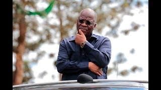 Rais Dkt Magufuli akipata maelezo ya kilimo cha miwa alipotembelea kiwanda cha Kagera