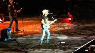Brad Paisley - Mud on The Tires (Live in London)