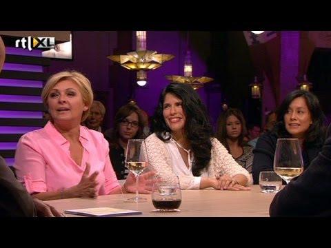 Caroline Tensen ontrafelt weer familiegeheimen - RTL LATE NIGHT