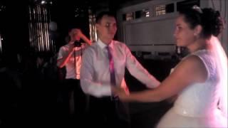 Невеста поет для жениха на свадьбе. Очень классная песня.