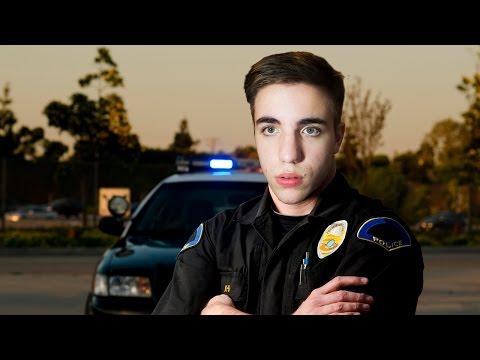 CÓMO SER UN POLICÍA