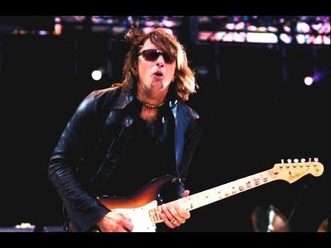 Bon Jovi - Bad Medicine / Shout (Party In The Park 2000)
