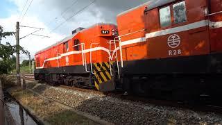 125次自強號與7202次貨物列車通過大林鎮中興路地下道