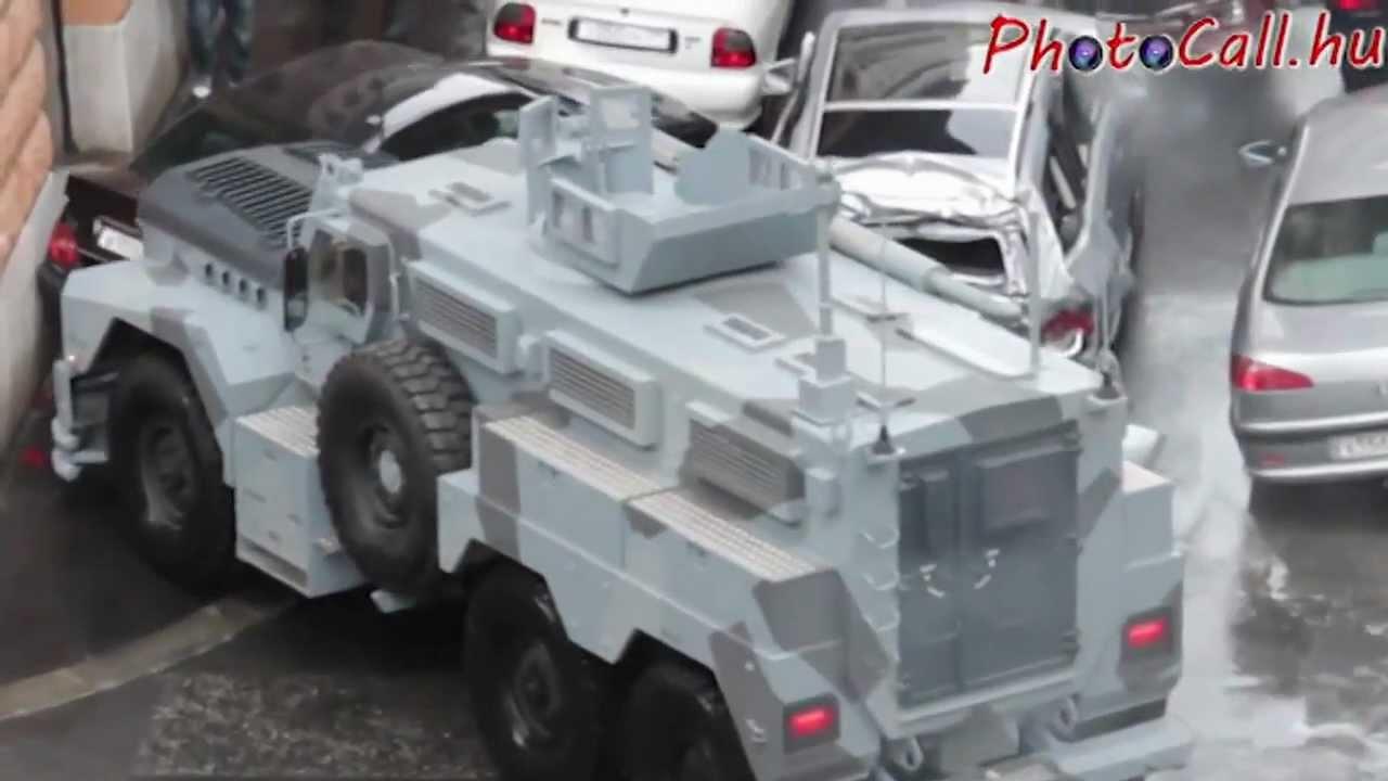 Download DARTZ Kombat MRAP in Die Hard 5. - A Good Day to Die Hard - car crash.mp4