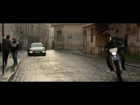 Red 2 - Clip Inseguimento per le strade di Parigi: il film completo è su Chili