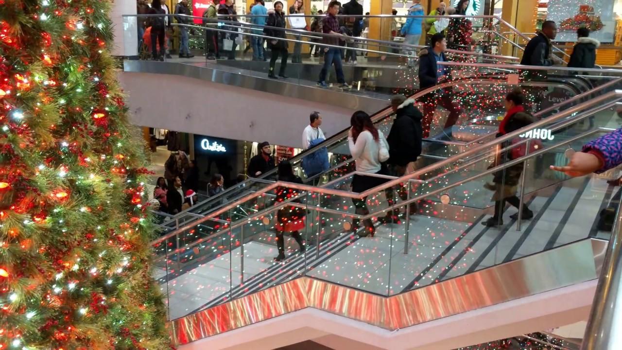 Christmas In Toronto Canada.4k Christmas Eve In Eaton Centre Toronto Canada
