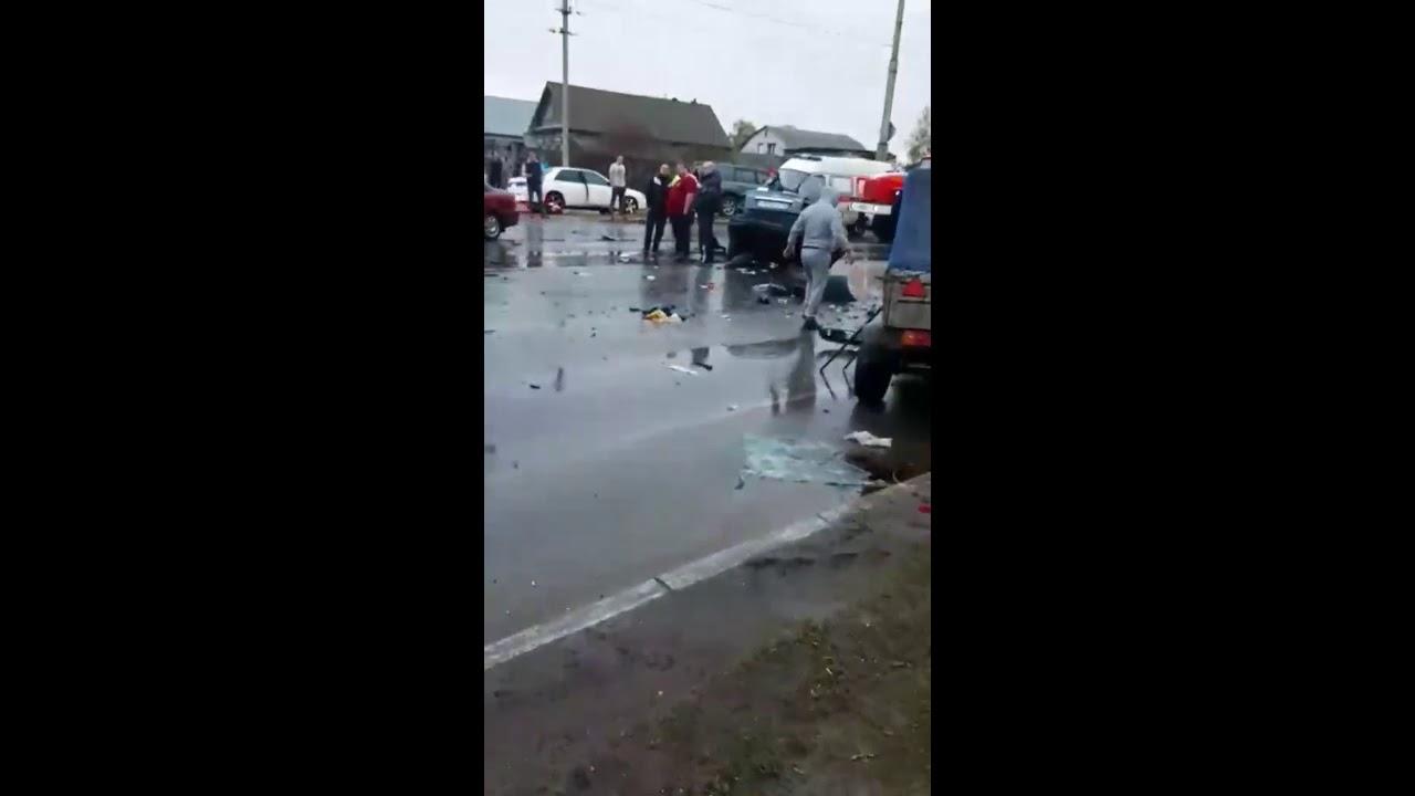20190503 - В Сызрани в страшном ДТП разорвало пополам Приору: двое серьезно пострадали