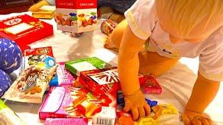 Пробуем тайские сладости конфеты и шоколадки Зеленый кит кат Папа съел что то странное и скривился