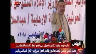 عبد السلام جابر وزير اعلام في حكومة الانقاذ الوطني يُضرب بالحذاء من قلل احد الصحافيين