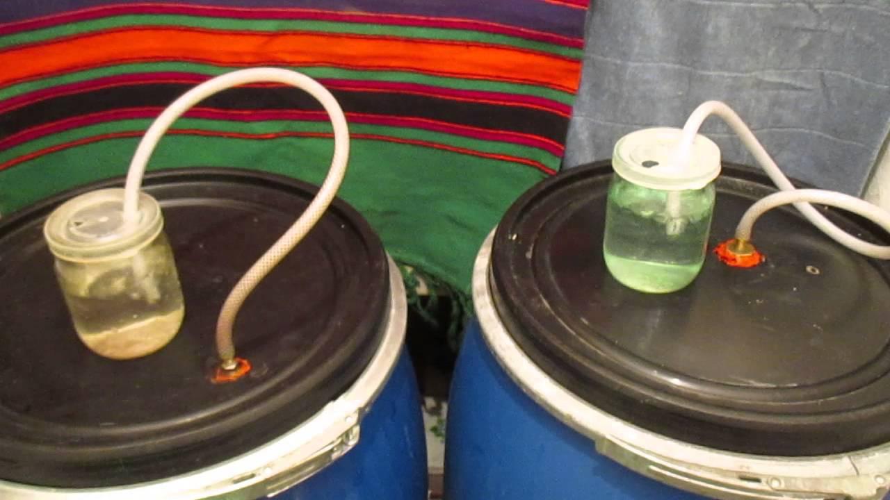 Установка гидрозатвора на бутыль с помощью резиновой пробки. - YouTube