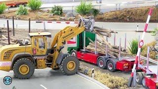 RC Wheel loader plays tree trunk Mikado   Mini Truck Club Osnabrück