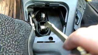 видео почему болтается рычаг переключения передач на ваз 2112
