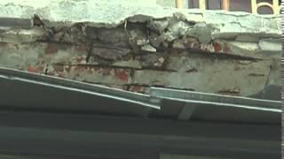 В центре Харькова разрушающийся балкон стал угрозой(http://objectiv.tv/110615/114872.html - ЧП на улице Чичибабина. Разрушающийся балкон стал угрозой для всех жильцов дома -..., 2015-06-12T00:16:42.000Z)
