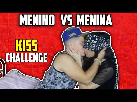 O MELHOR DESAFIO DO BEIJO COM CHICLETE ( KISS CHALLENGE) COM MINHA AMIGA