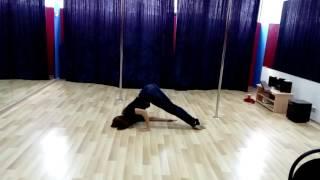 Видео-урок: кувырок в партере (стрип-пластика, pole-dance) Марина Эргле