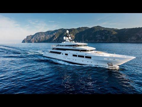 Marins milliardaires : l'univers très fermé des yachts de luxe