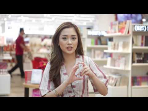 Blogger Chin-Chin Obcena shows her top 3 gift ideas for travel buddies from National Book Store
