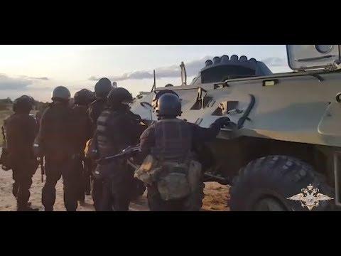 Спецназ задерживает вооруженных рецидивистов в Волгограде