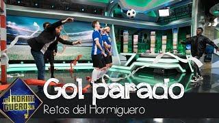 Pablo Motos evita el gol de Iñaki Williams - El Hormiguero 3.0